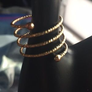 Jewelry - Gold Spiral Thumb Ring